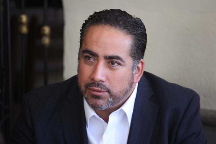 Puebla, Pue. 21-10-2012 Rafael Mocalco, dirigente del PAN en Puebla, dio una serie de entrevistas en un restaurante de los portales del zócalo. Foto.- José castañares/EsImagen