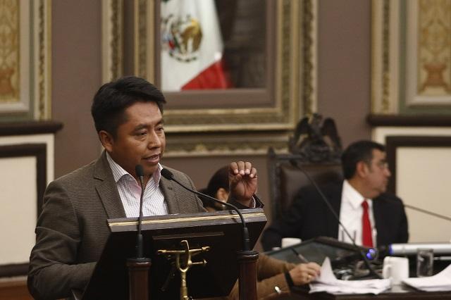 PUEBLA, Pue., 15 diciembre 2015.- El diputado Julián Peña Hidalgo habla durante la sesión ordinaria del Congreso del Estado de Puebla. //Francisco Guasco/Agencia Enfoque//